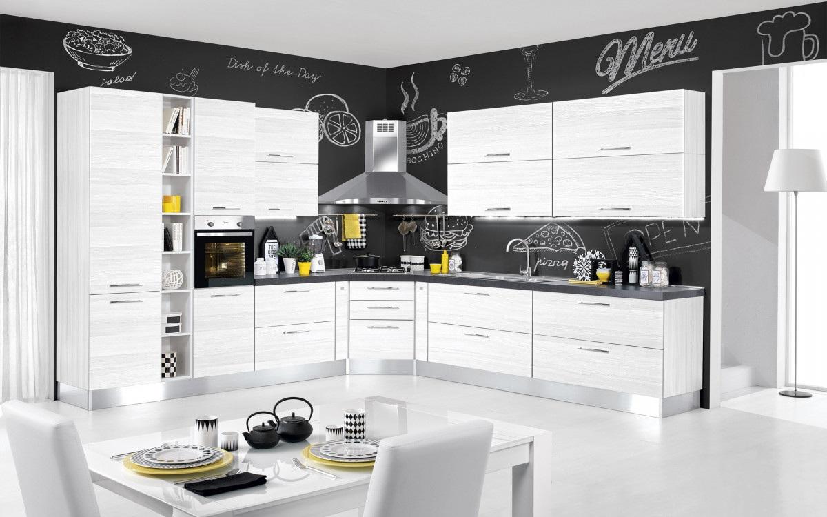 Белая глянцевая кухня из дерева