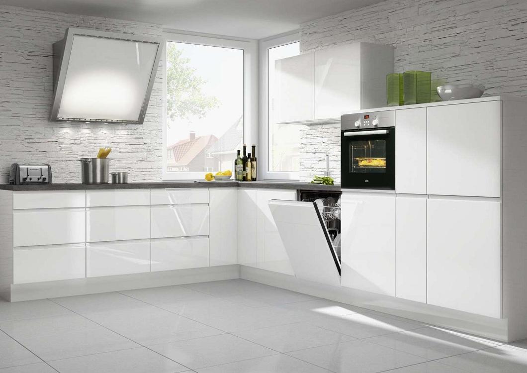 Белая глянцевая кухня из пластика