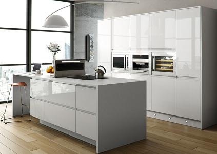 Белая глянцевая кухня
