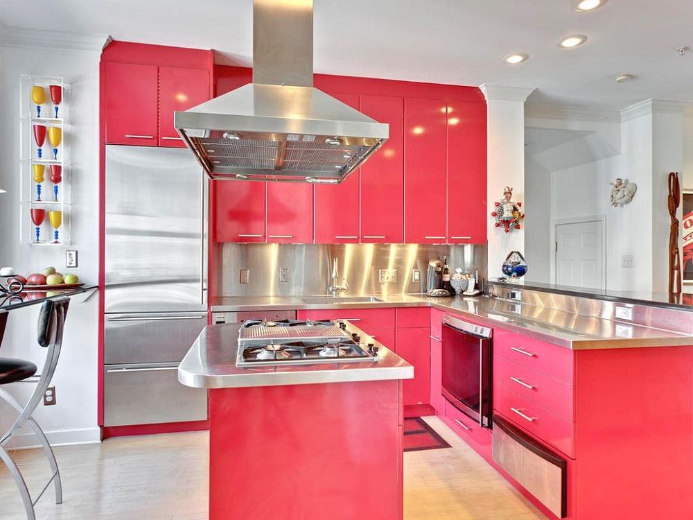 Бытовая техника на розовой кухне