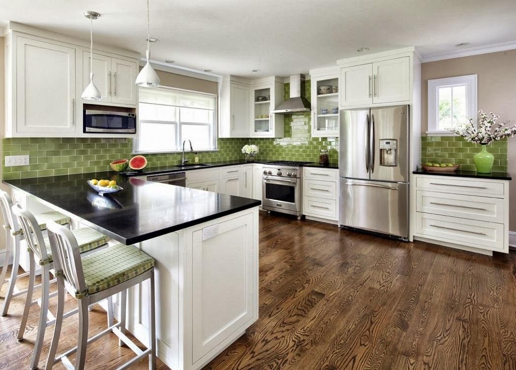 Черно-белая кухня с зеленым акцентом