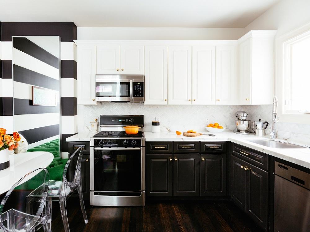 Черно-белые цвета для маленькой кухни