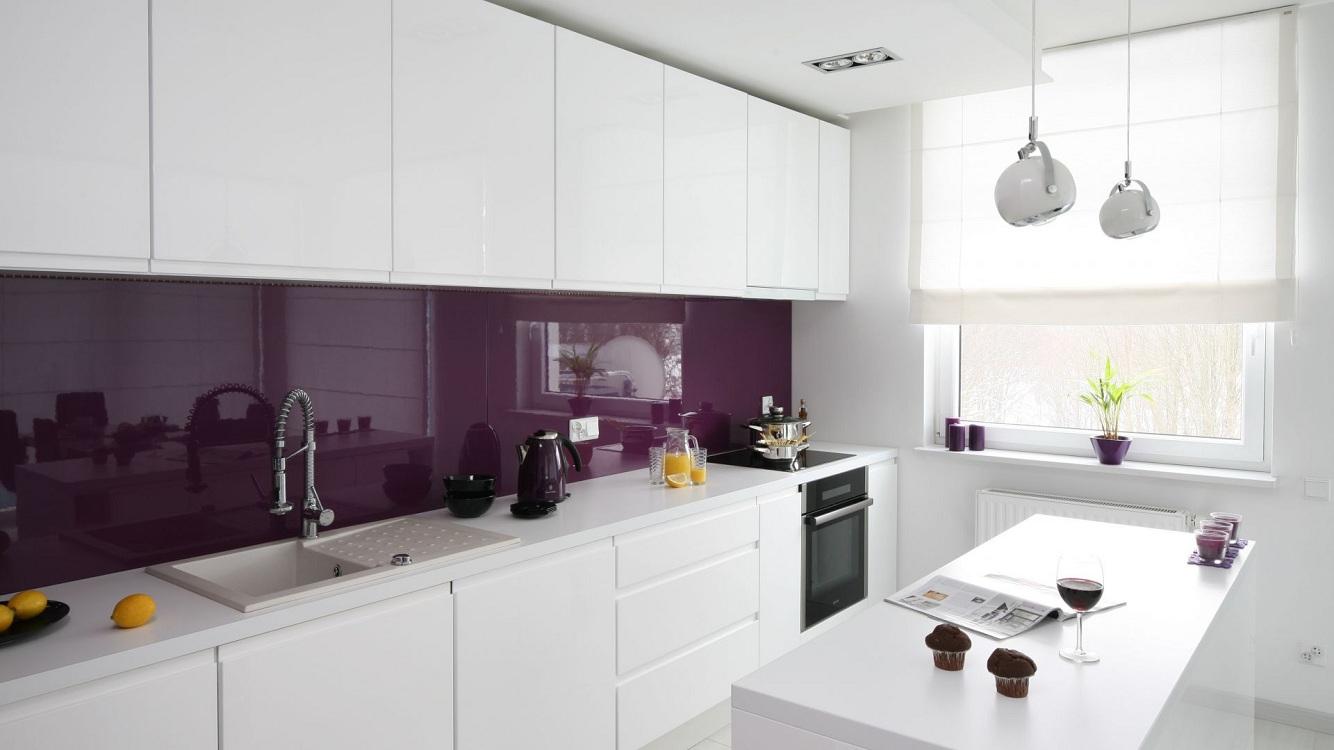 Фартуки для белых глянцевых кухонь