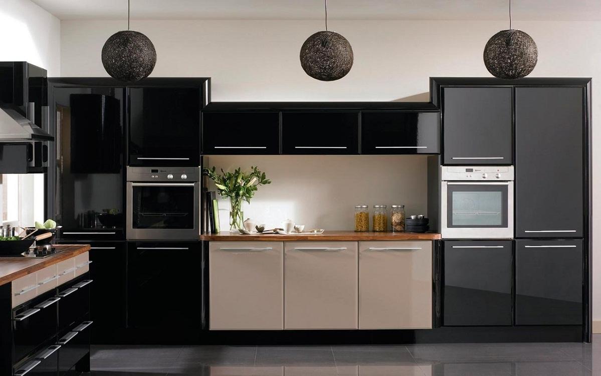 Глянцевая кухня в черном цвете