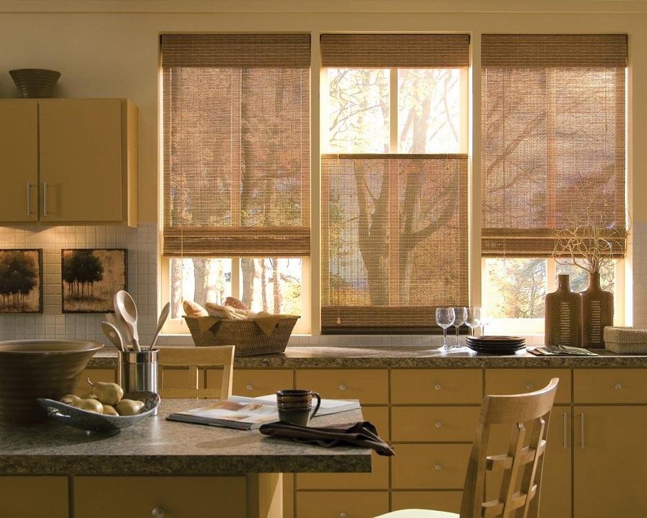 Короткие бамбуковые шторы на кухню