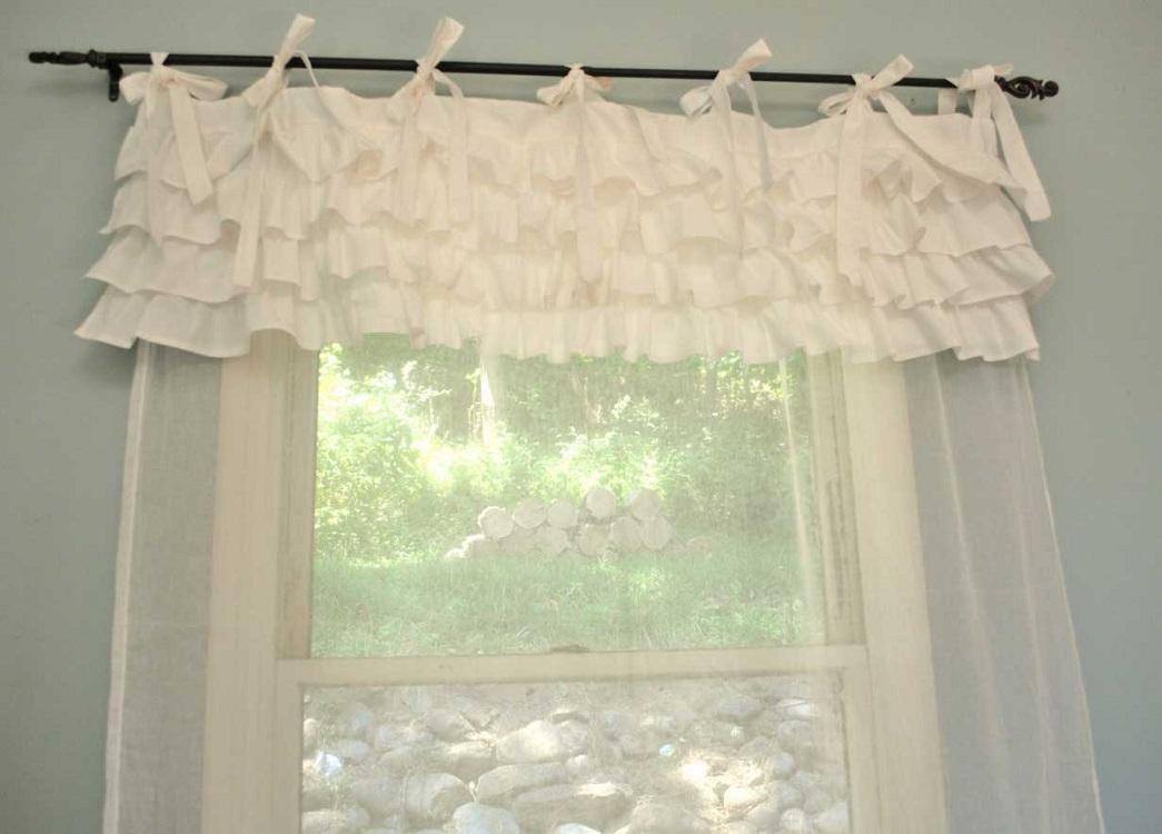 Короткие шторы для кухни на завязках