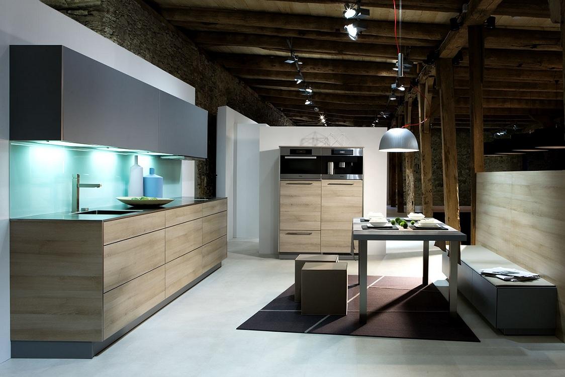 Кухня из дерева в стиле хей-тек