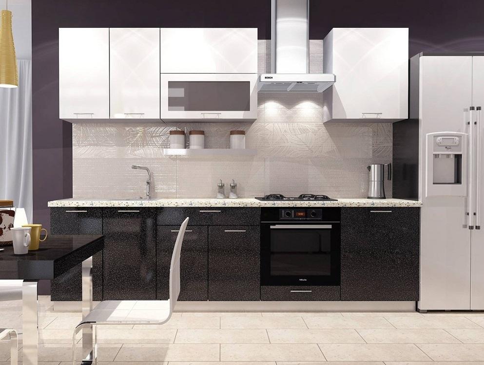 Кухня с белым верхом и черным низом