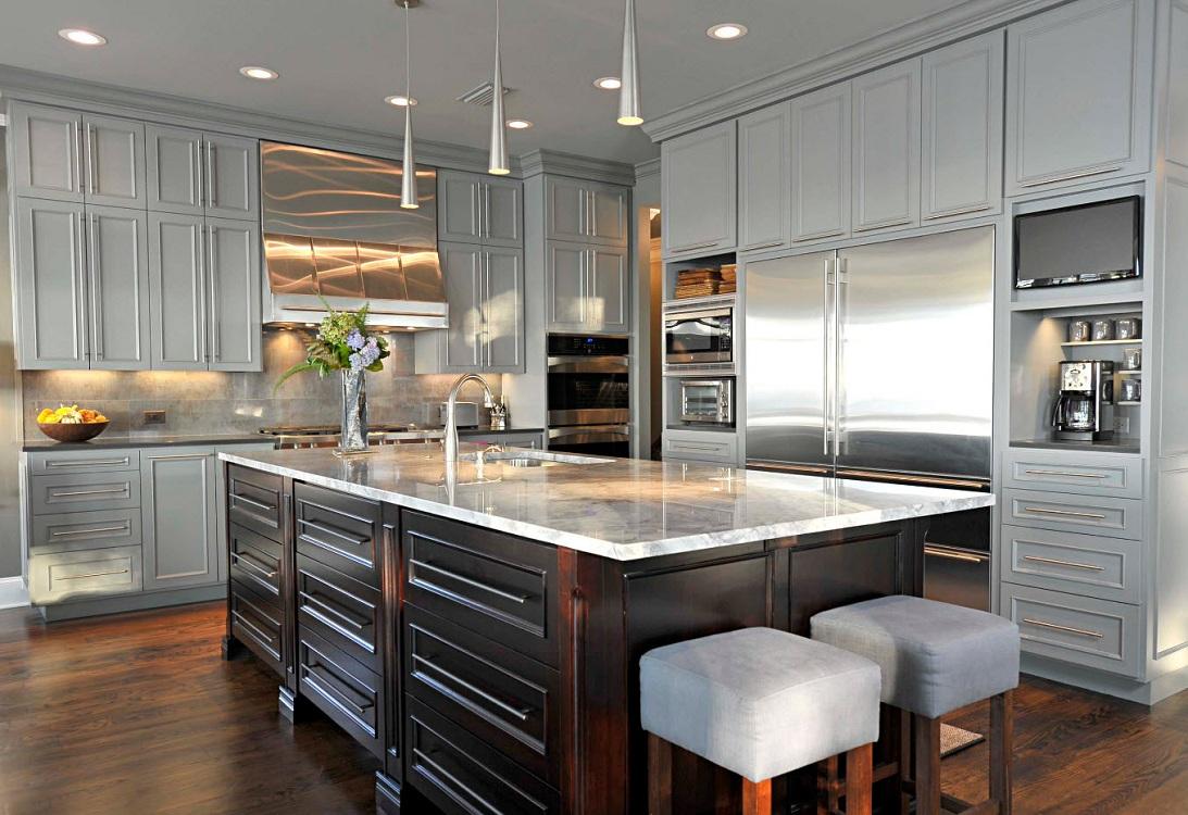 Кухонная бытовая техника на серой кухне
