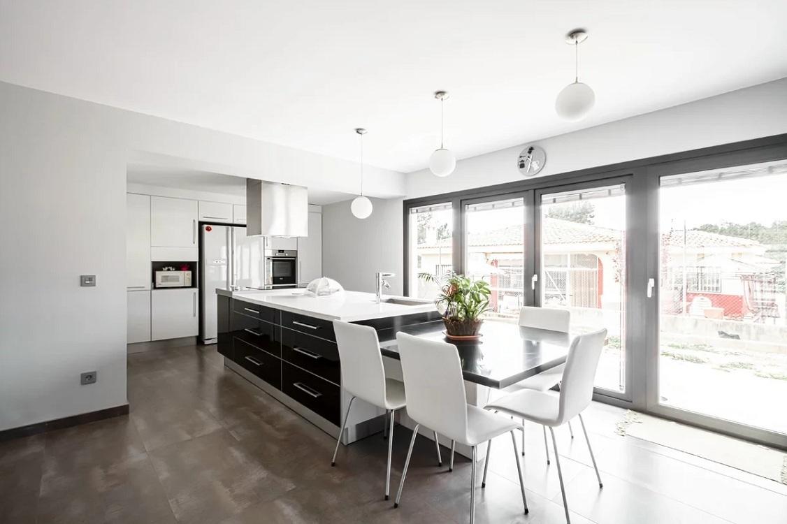 Мебель и техника для кухни в стиле минимализм