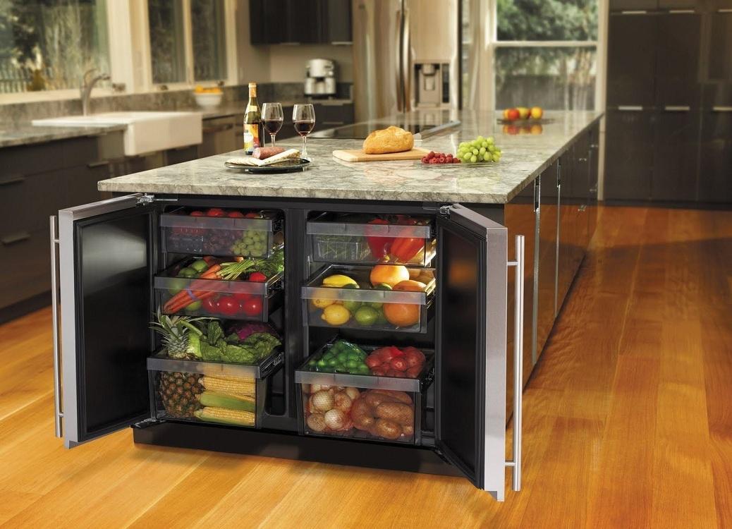 Небольшой холодильник на кухне