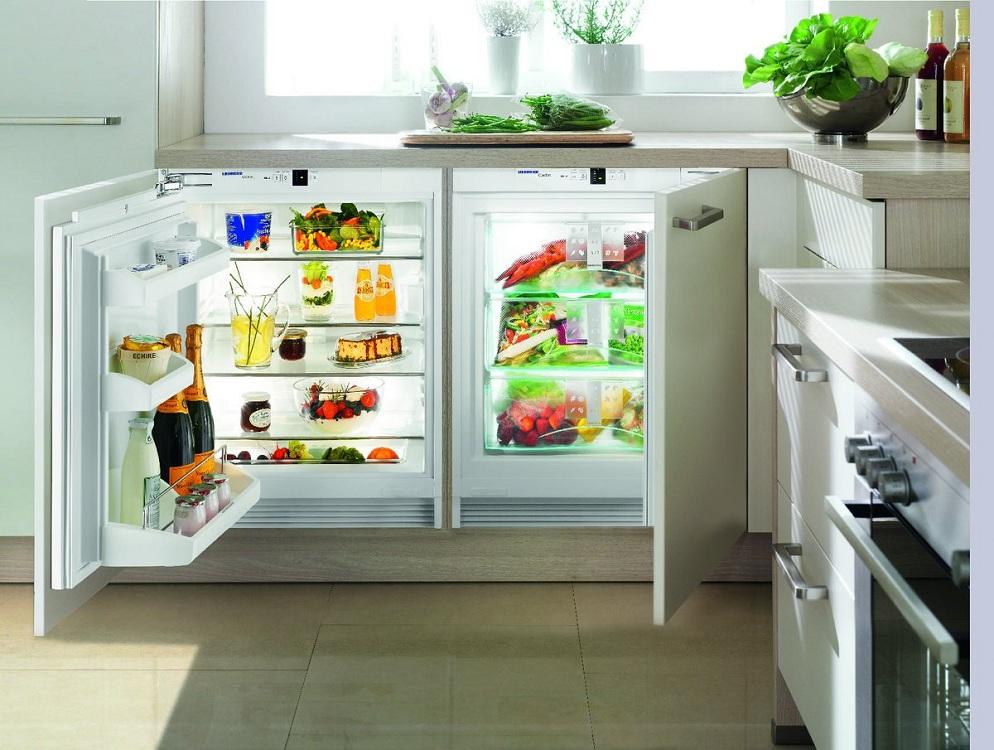 Отдельная морозильная камера от холодильника в интерьере