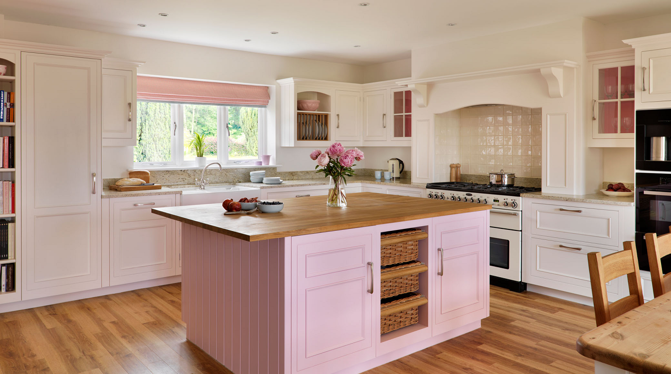 Пол и потолок розовой кухни