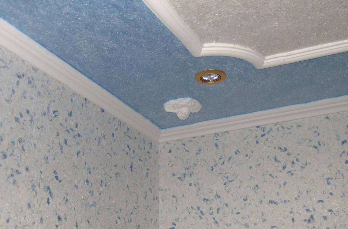 Потолок на кухне из жидких обоев
