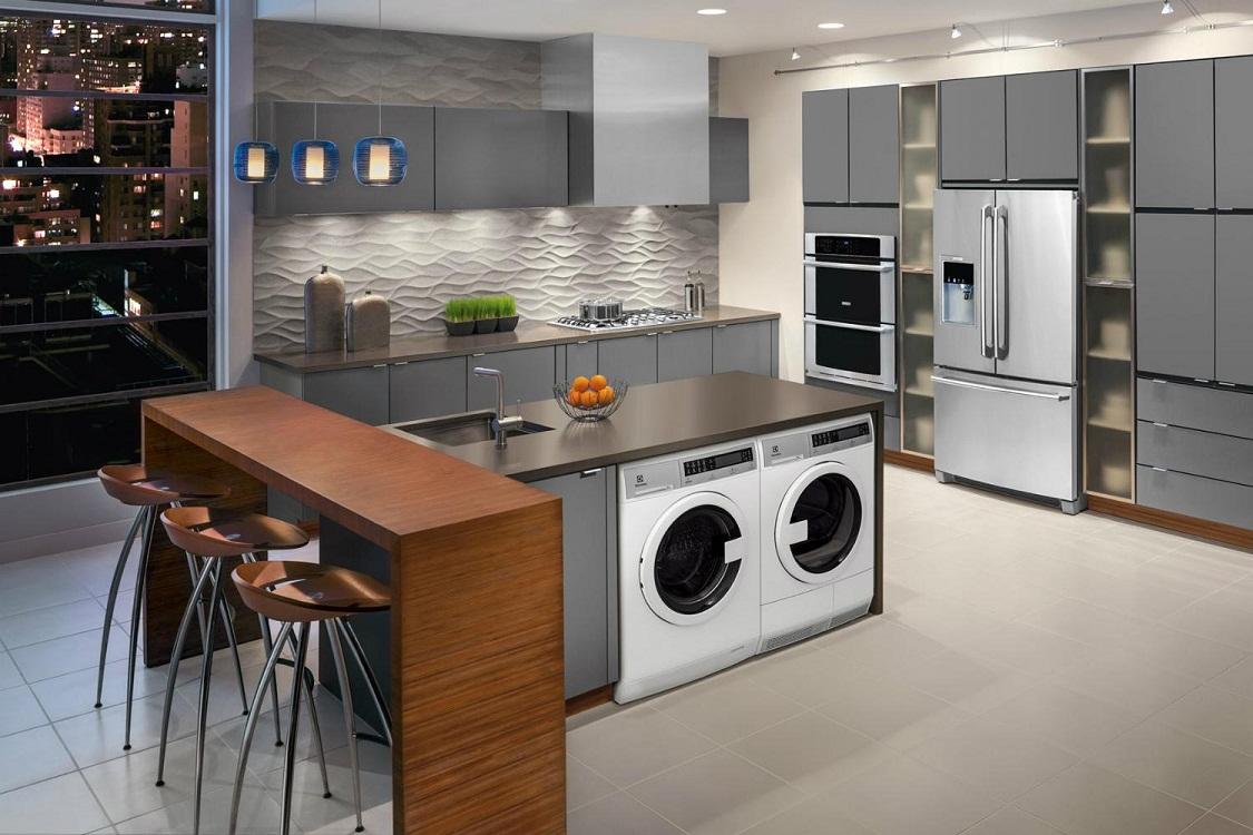 Преимущества и недостатки стиральной машины на кухне