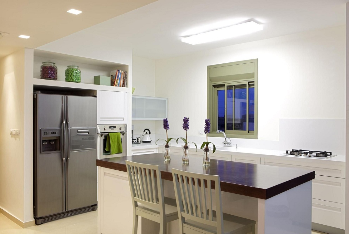 Размещение холодильника в нише на кухне