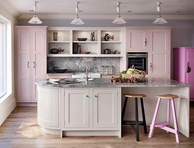 Варианты исполнения кухни в розовом цвете