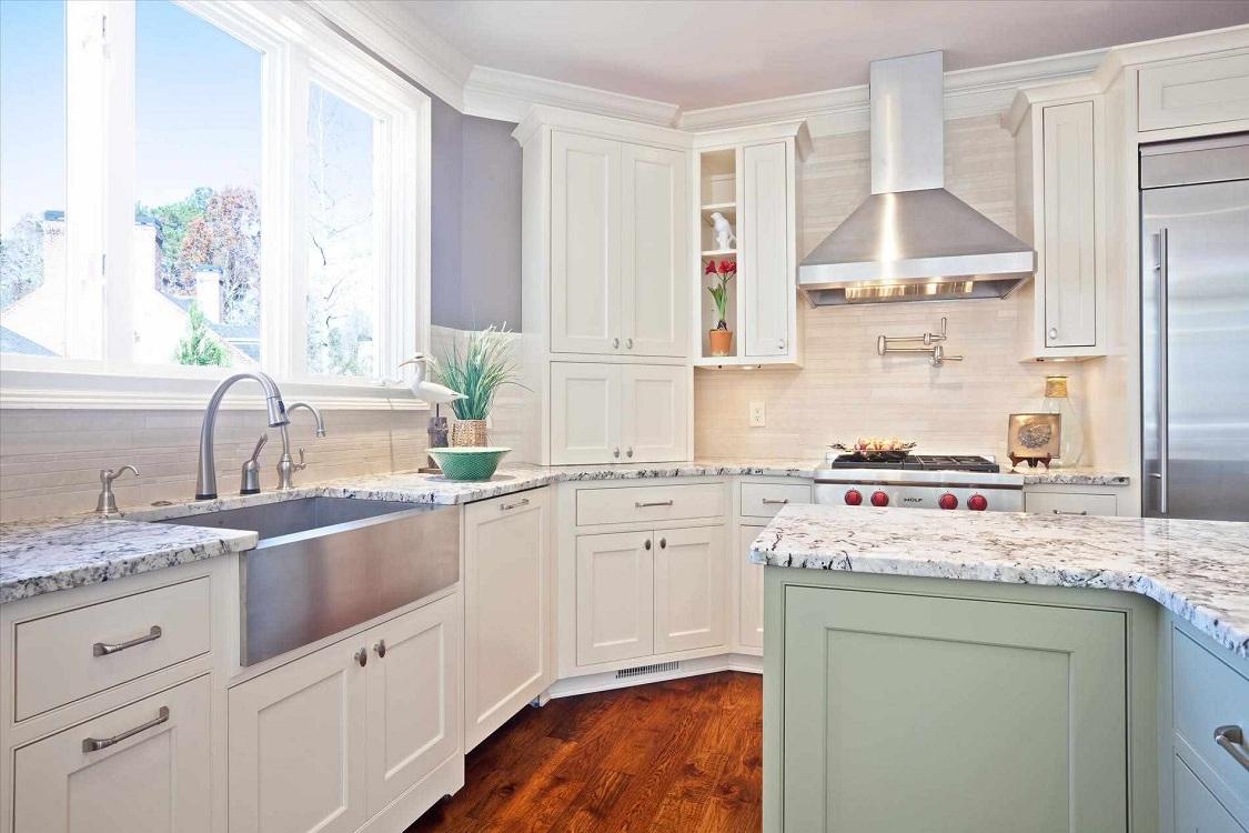 Белый фартук из дерева для кухни