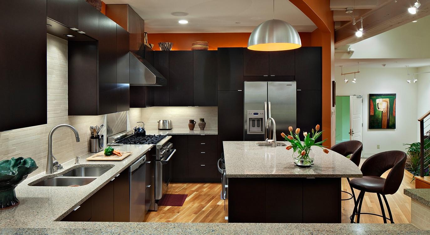Бытовая техника для коричневой кухни