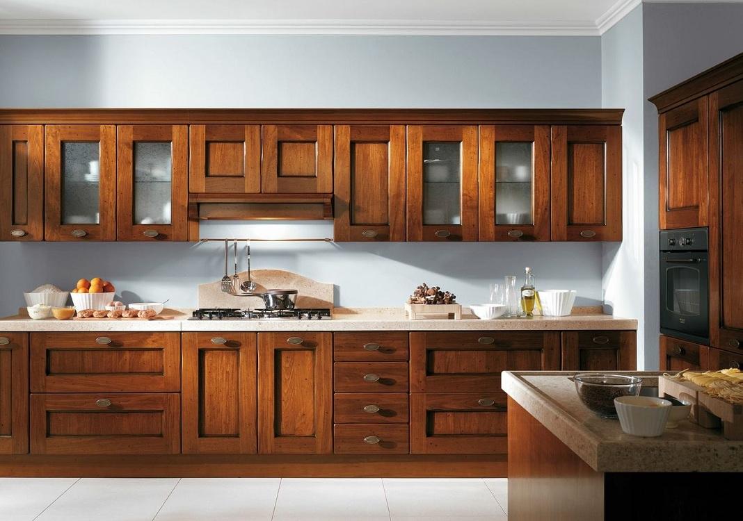 Деревянные фасады корпусной мебели для кухни