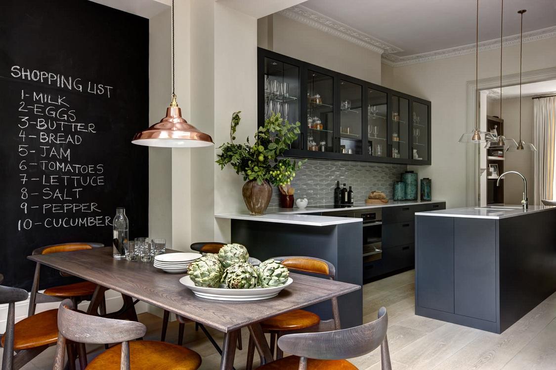Гарнитур на кухне в стиле кафе