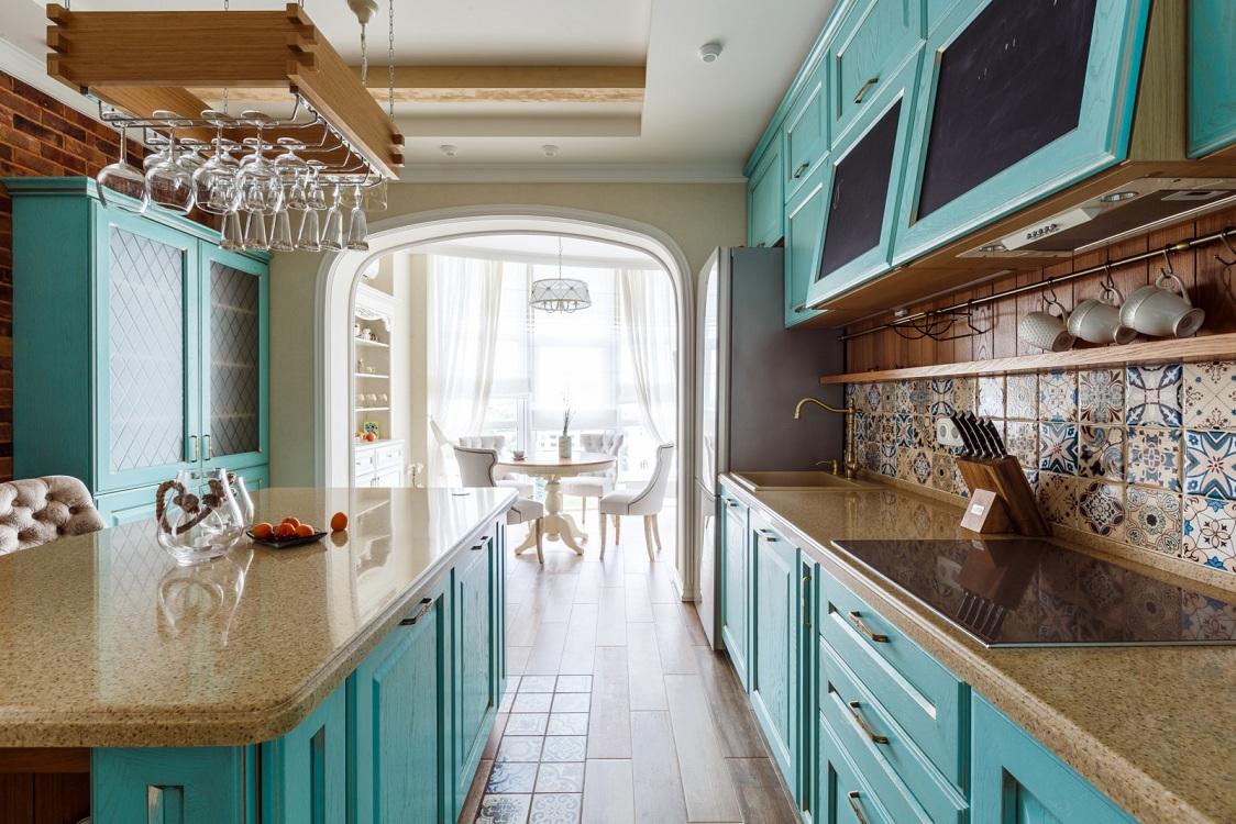 Коричнево-голубая кухня