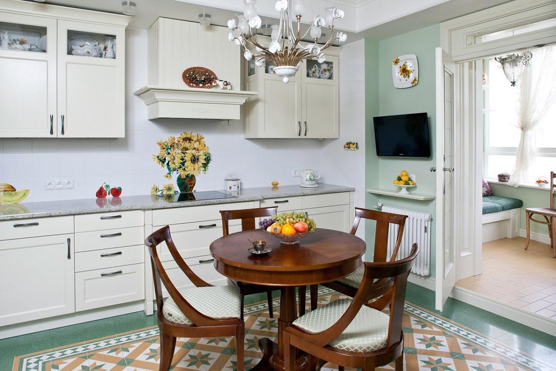 Круглый кухонный стол из дерева