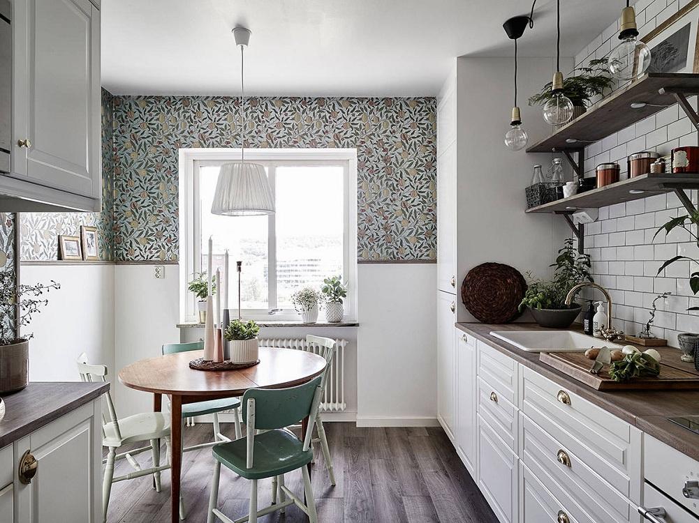 Круглый маленький стол для кухни