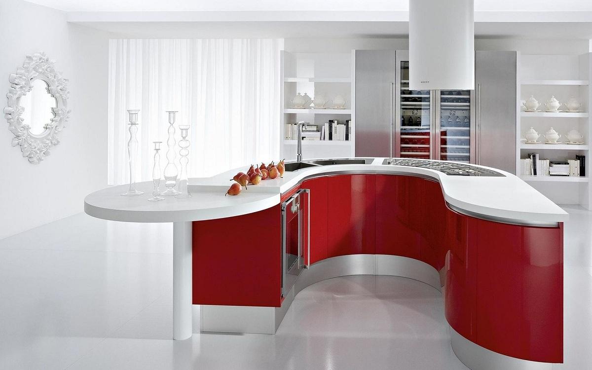 Кухня с белым верхом и красным низом