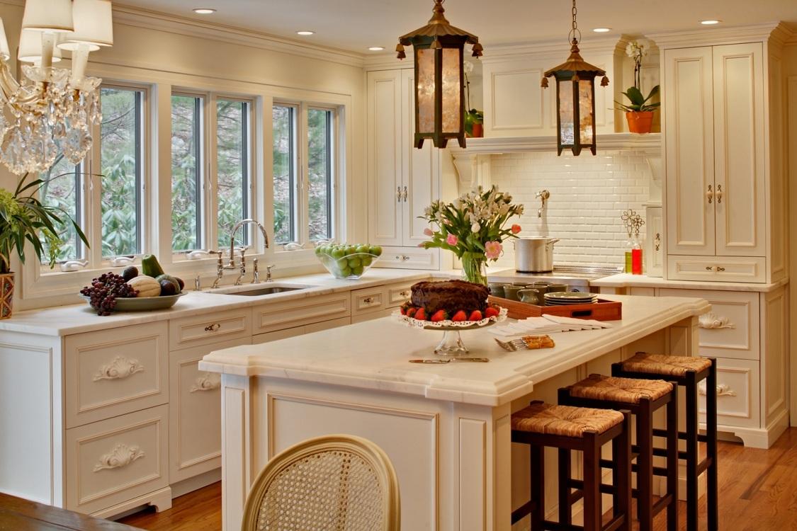 Кухня с островом в стиле прованс