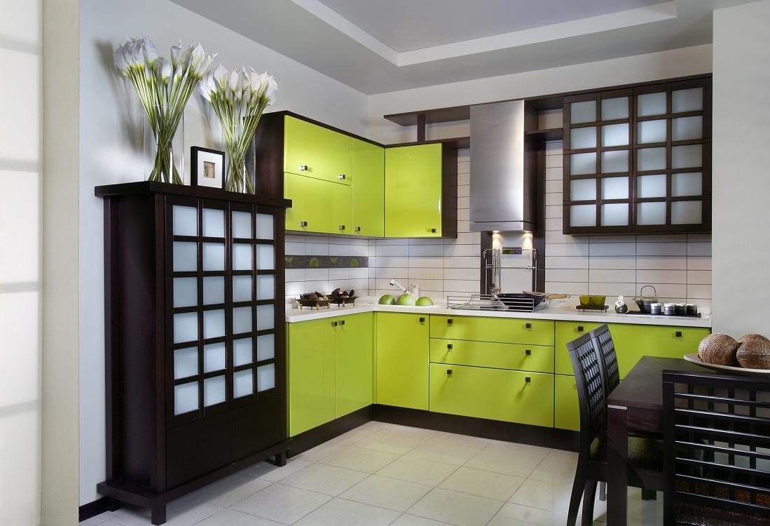 Кухня в стиле венге в сочетании с цветом лайм