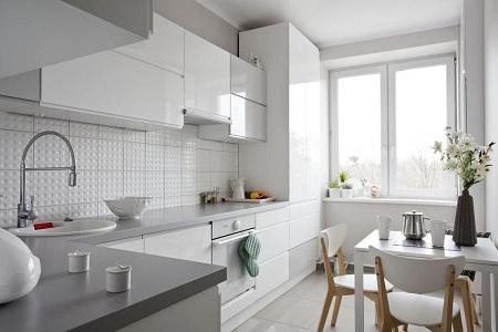 Дизайн белого фартука для кухни