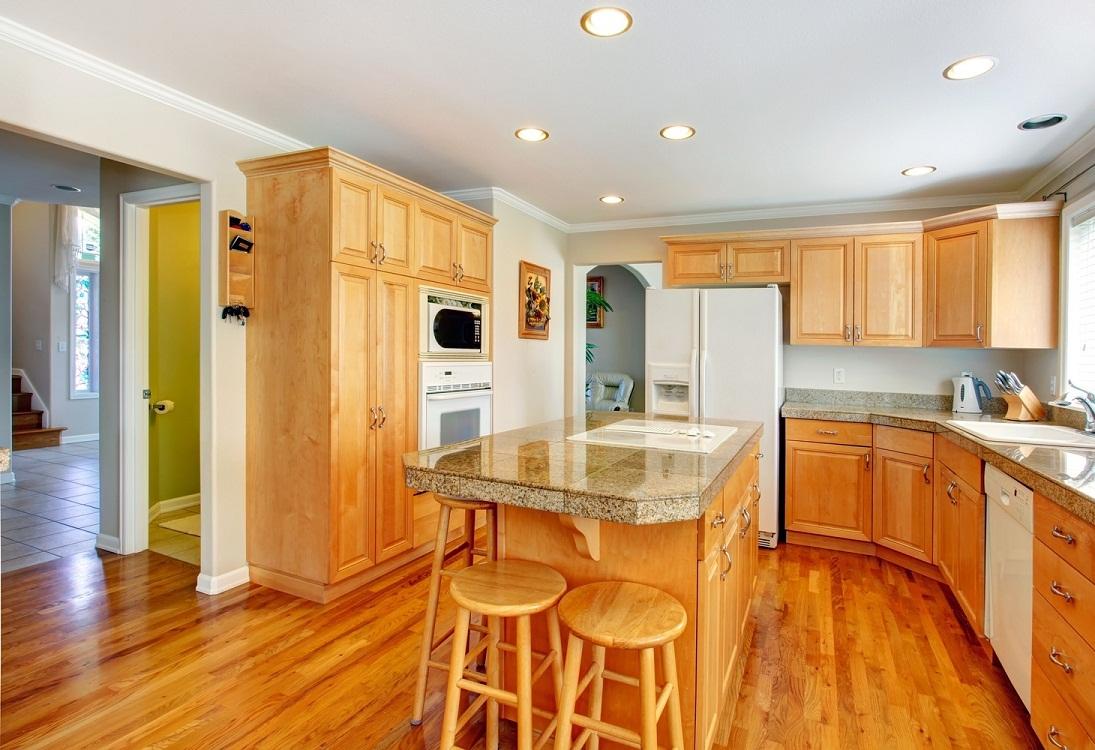 Одноуровневый потолок на кухню из гипсокартона