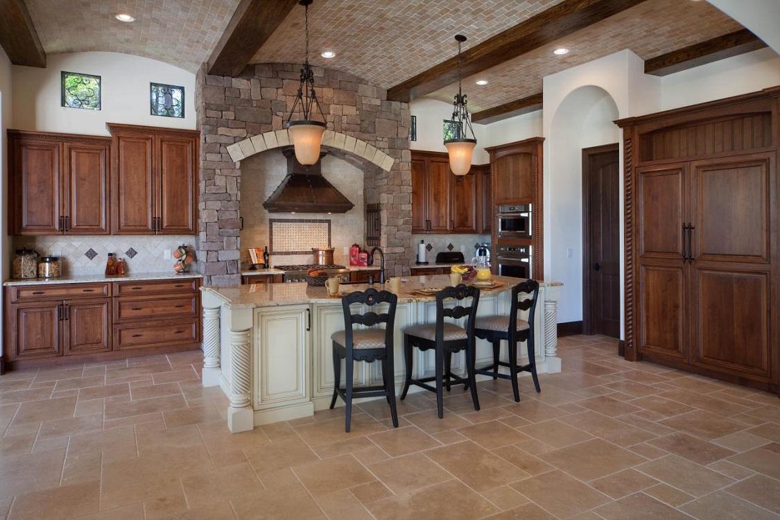 Потолок на кухне в итальянском стиле