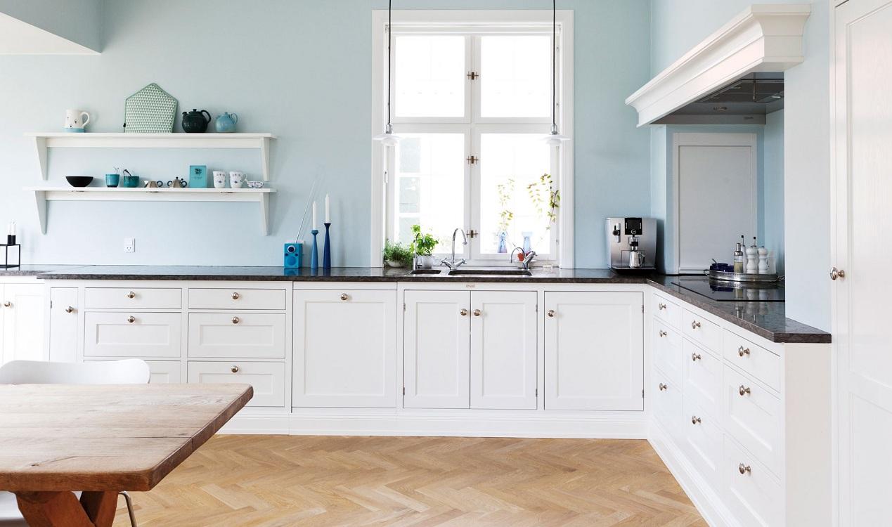 Преимущества и недостатки кухни без верхних шкафов