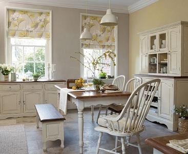 Плюсы и минусы римских штор на кухонных окнах