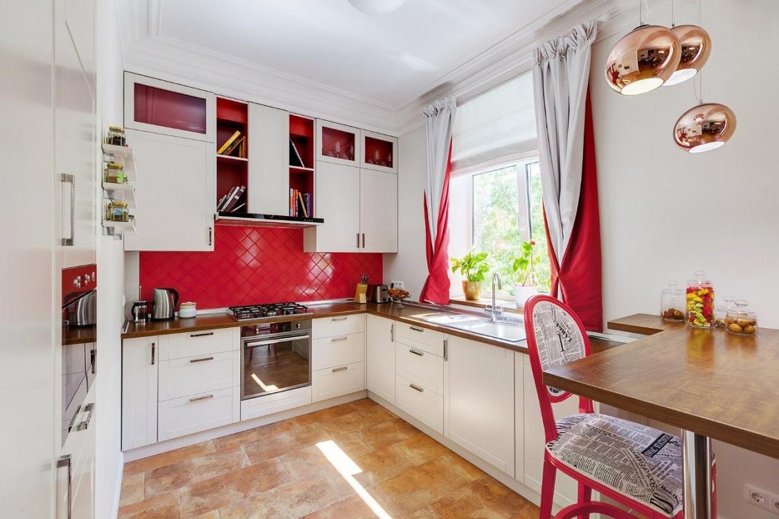 Шторы для красно-белой кухни