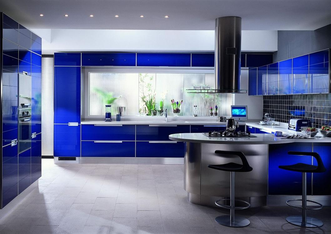 Синяя кухня в сочетании с серым