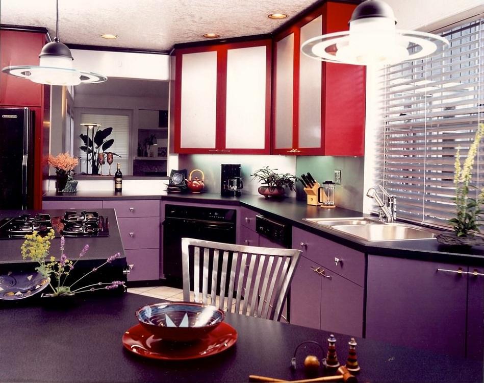 Сиренево-красная кухня