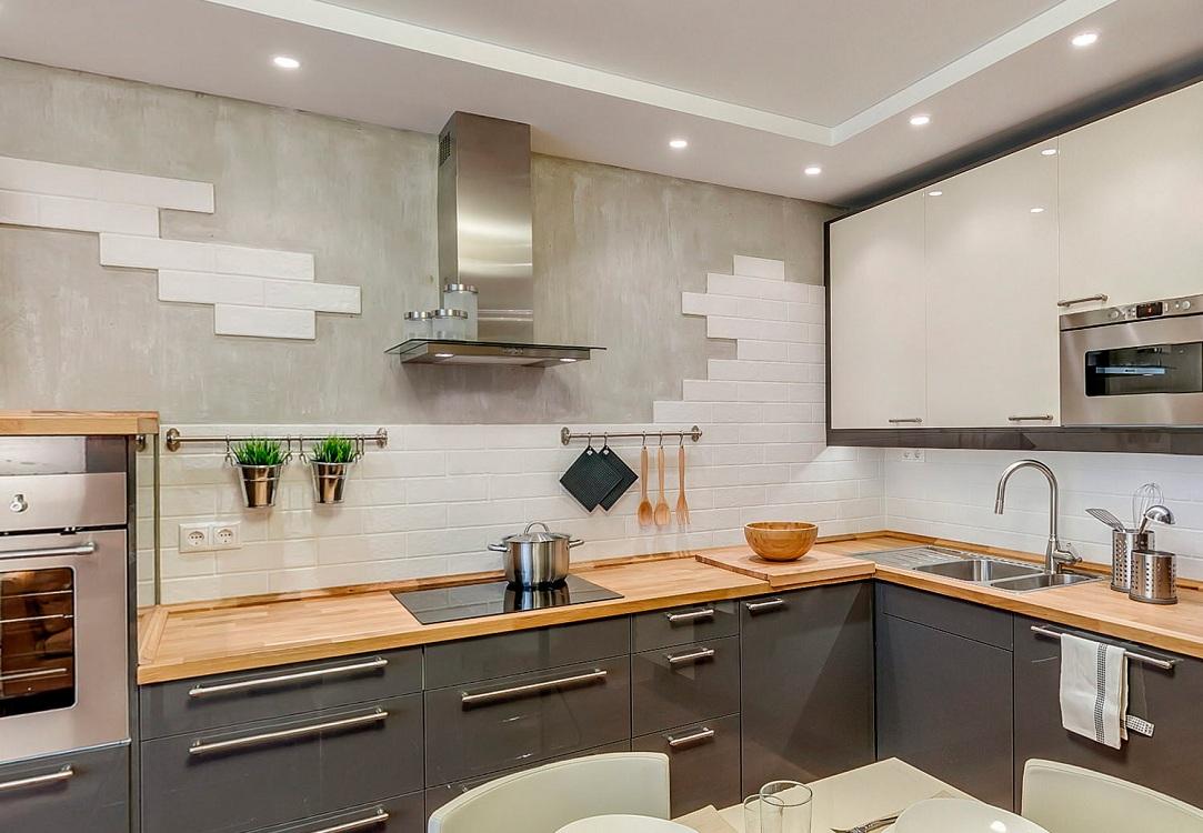 Сочетание белого фартука с другими оттенками на кухне