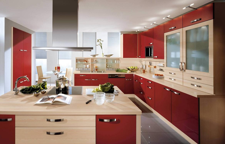 Сочетание бордовой кухни с бежевым цветом