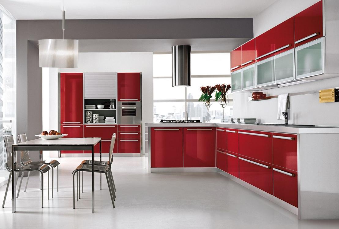 Сочетание бордовой кухни с серым цветом