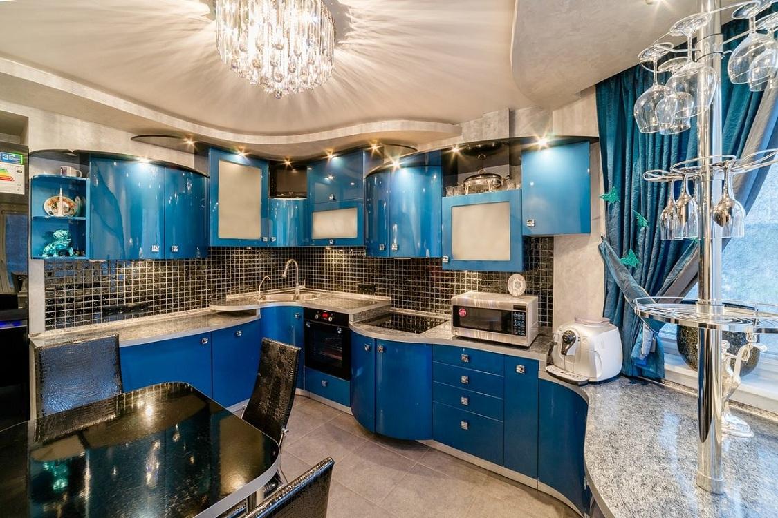 Сочетание синей кухни с голубым цветом