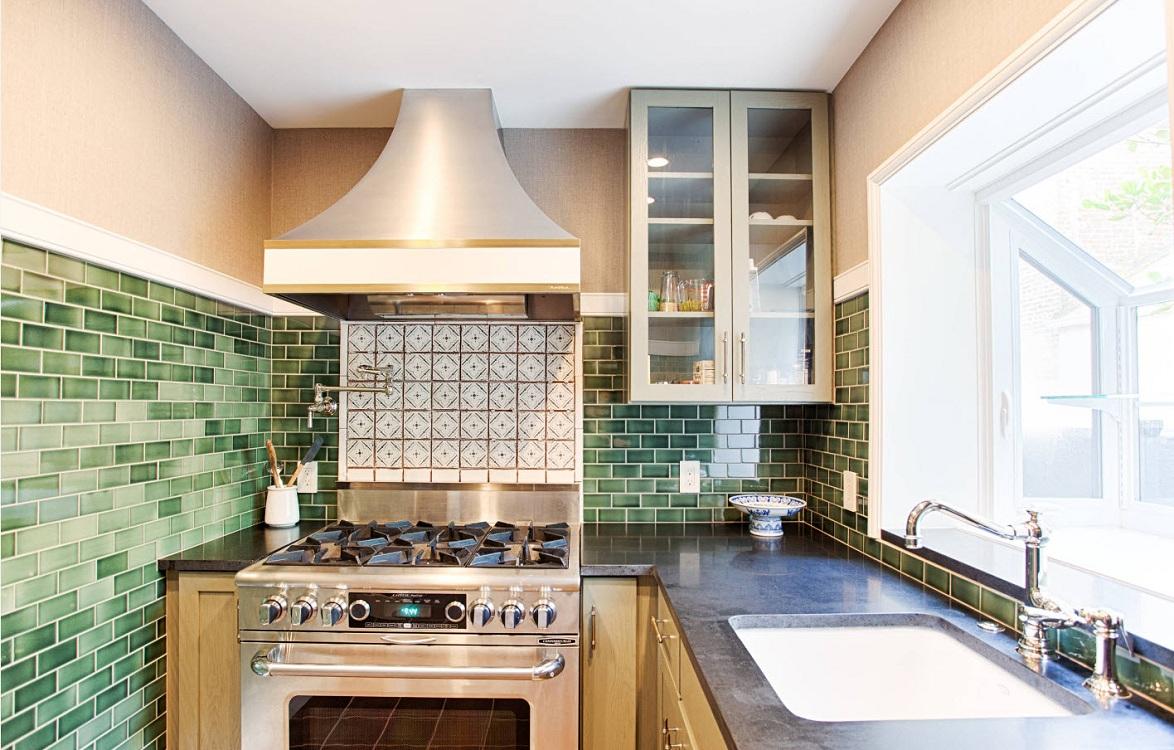 Советы при укладке плитки кабанчик на кухонный фартук