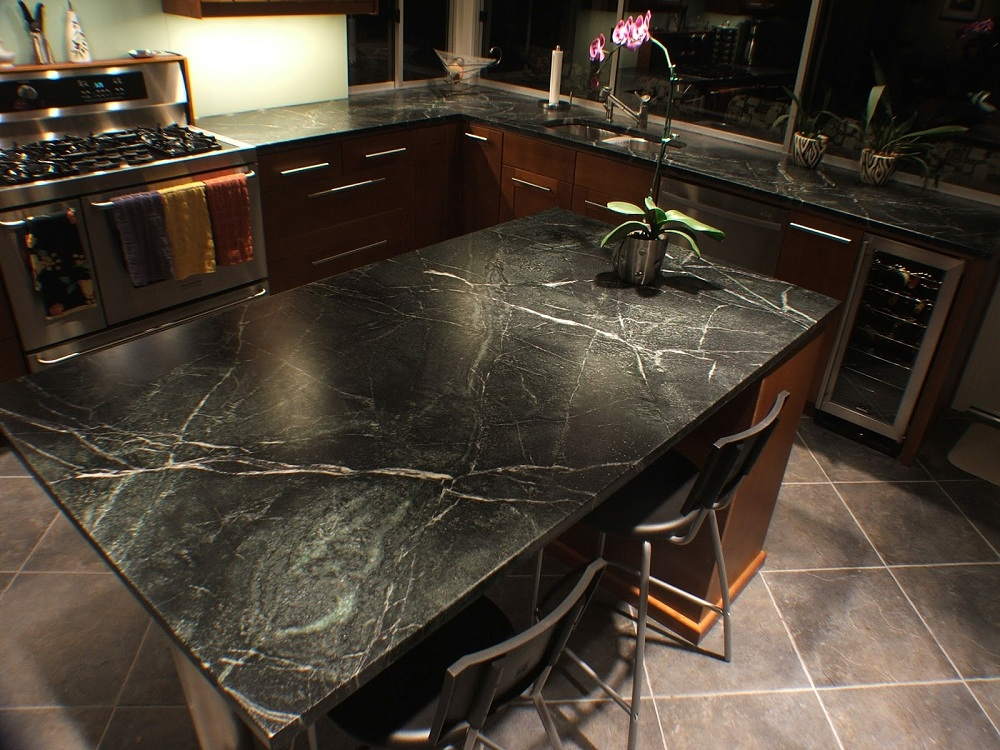 Столешница из черного мрамора на кухню