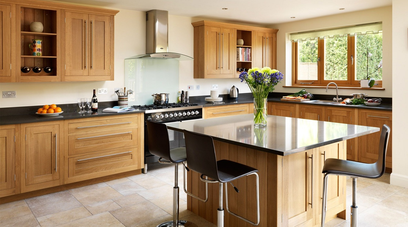Угловая кухня коричневого цвета