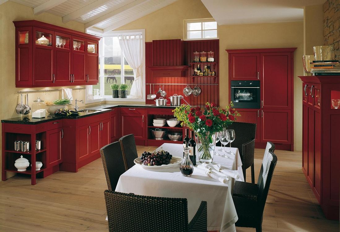 Черно-красная кухня в сочетании с бежевым цветом