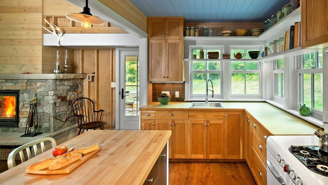 Деревянный реечный потолок для кухни