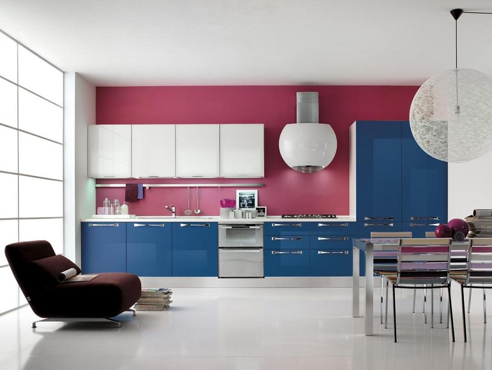 Голубая кухня в сочетании с розовым