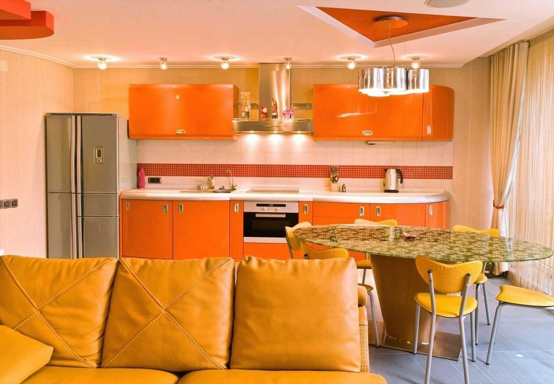 Кухня-гостиная оранжевого цвета